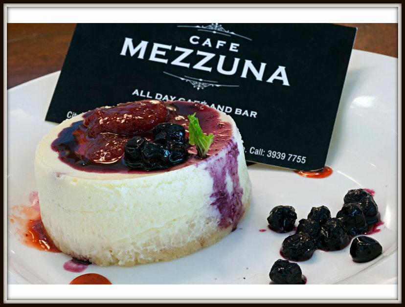 mezzuna-two-berry-baked-philadlephia-cheesecake_01